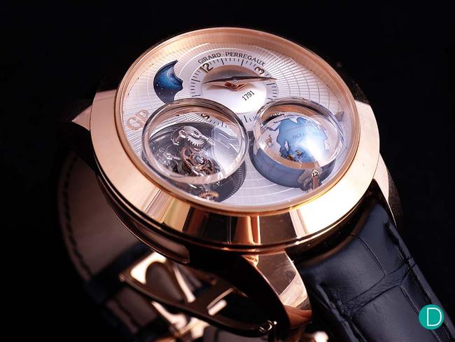 Chiêm ngưỡng 1 trong những thương hiệu đồng hồ cổ đáng chơi nhất thế giới: Mô phỏng vòng tuần hoàn ngày - đêm trên quả địa cầu thu nhỏ