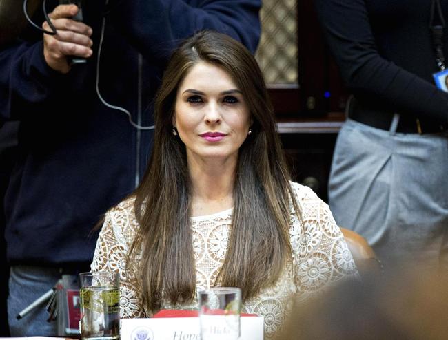Con đường từ người mẫu nghiệp dư trở thành nữ giám đốc truyền thông được đích thân ông Trump mời làm việc của Hope Hicks