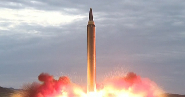 Triều Tiên phóng tên lửa đạn đạo liên lục địa bay cao nhất, quân đội Hàn Quốc bắn tên lửa đáp trả