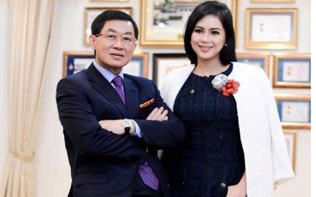 Tương tự Tân Hiệp Phát, ông Johnathan Hạnh Nguyễn đã chuyển 99% cơ nghiệp kinh doanh hàng hiệu trị giá nghìn tỷ sang cho vợ và các con