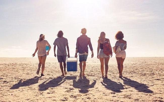 Tình bạn tuổi ba mươi: Tại sao chúng ta càng lớn tuổi càng thấy khó kết bạn hơn?