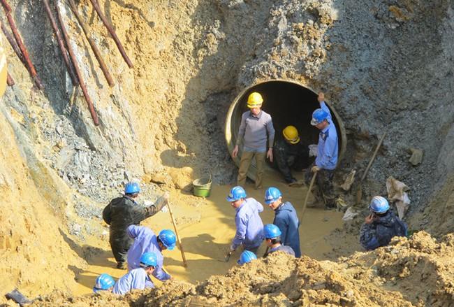 Hà Nội nói gì việc chậm tiến độ đường ống nước Sông Đà số 2?