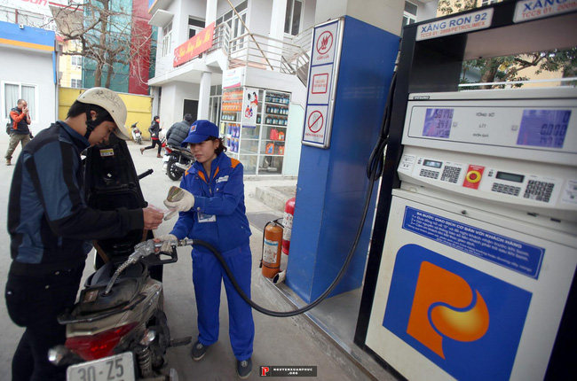 Hiệp hội xăng dầu ủng hộ tăng thuế môi trường lên 8.000 đồng/lít