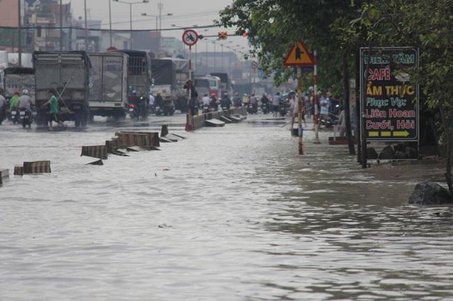 Mưa lớn, nhiều nơi ở Đồng Nai và Bà Rịa - Vũng Tàu ngập nặng