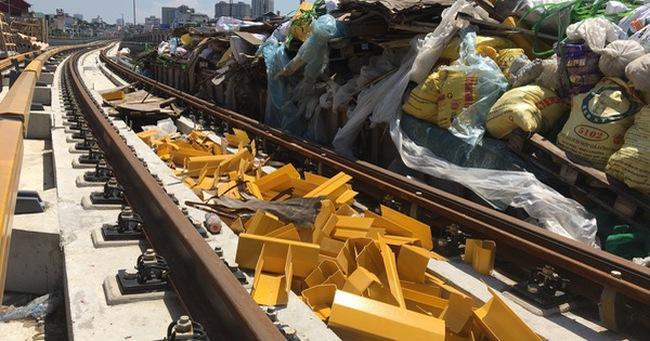Cảnh ngổn ngang, dang dở trên công trình đường sắt trên cao Cát Linh - Hà Đông
