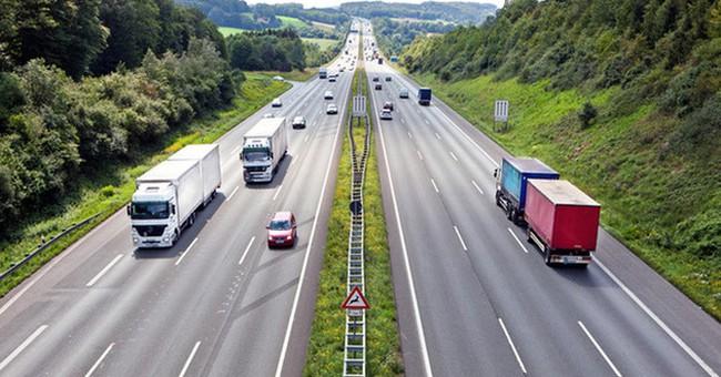 """Được """"ưu ái"""" đầu tư nhưng phí vận tải đường bộ Việt Nam vẫn đắt đỏ hàng đầu khu vực"""
