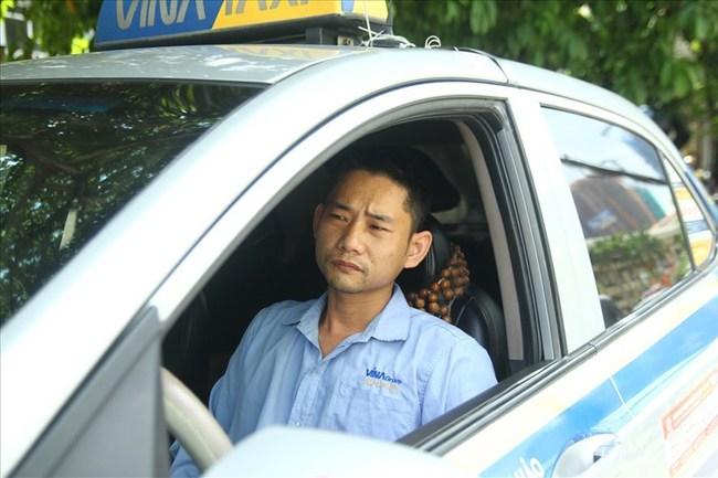 """Đại chiến taxi truyền thống với Grab, Uber: Tài xế taxi """"một cổ nhiều tròng"""""""