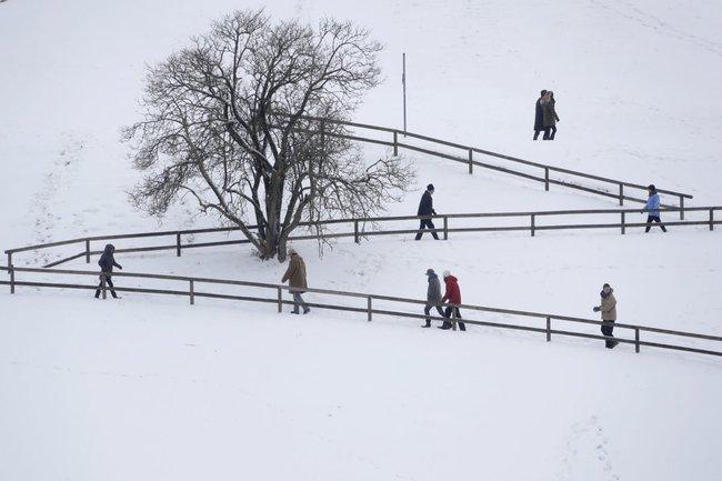 Nhiệt độ đột ngột hạ xuống âm 30 độ, dòng sông ở Nam Âu đóng băng