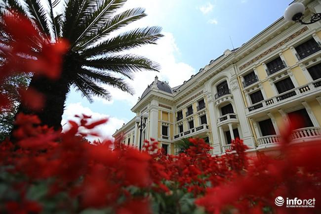 Khám phá Nhà hát Lớn Hà Nội với nhiều chi tiết được làm bằng vàng