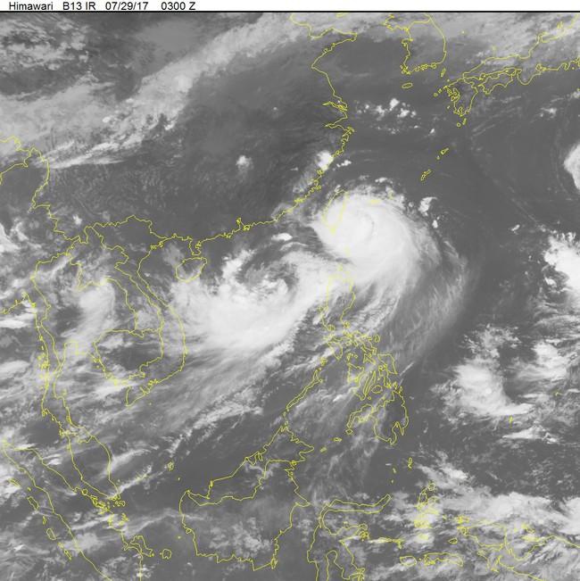 Áp thấp nhiệt đới tiếp tục gây thời tiết xấu trên Biển Đông
