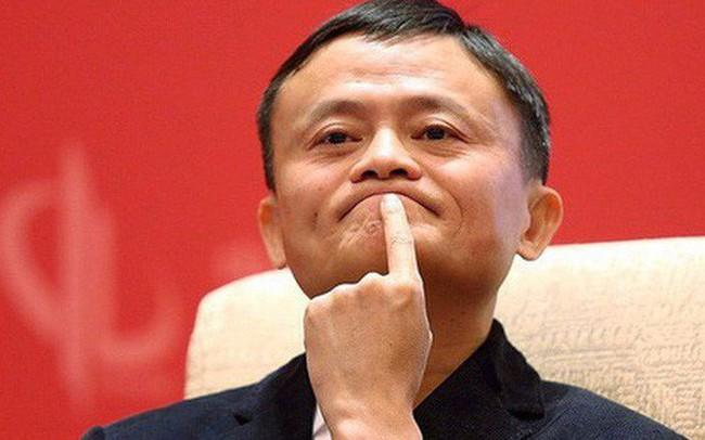 Jack Ma: Có phải tối nào người trẻ Việt Nam cũng xuống phố chơi không? Với một đất nước trẻ, việc của họ phải là làm ăn kinh doanh trên mạng chứ?