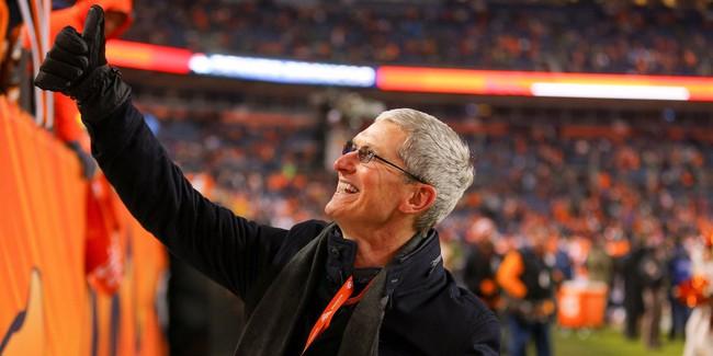 iPhone 8 bất ngờ bán chạy, thế giới phát sốt với iPhone X, vốn hóa của Apple vượt 900 tỷ USD