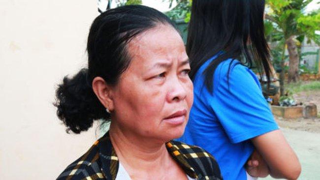 Di tản hàng trăm người dân sống ven sông Vàm Nao tránh xa 'hố tử thần'
