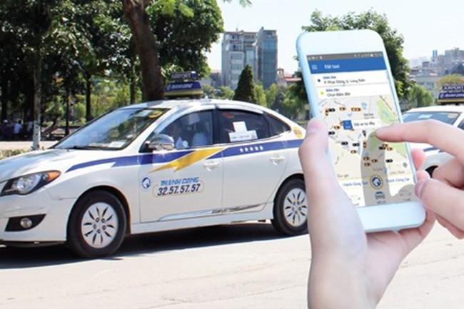 """Thêm một hãng taxi truyền thống """"tung chiêu"""", quyết """"chiến đấu"""" với Uber, Grab"""