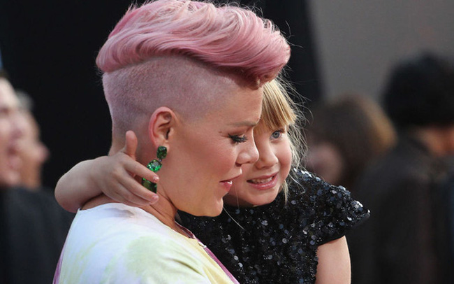 Bài phát biểu của ca sĩ Pink khiến cả thế giới phải suy ngẫm: Này con gái, nếu cuộc đời cho chúng ta một hòn sỏi và một cái vỏ sò thì chúng ta sẽ làm ra ngọc trai!