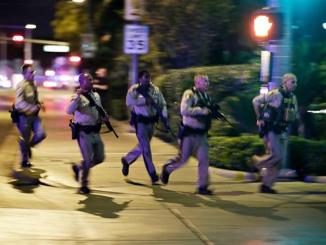 Cuộc đấu súng như phim hành động giữa cảnh sát và nghi can thảm sát Las Vegas