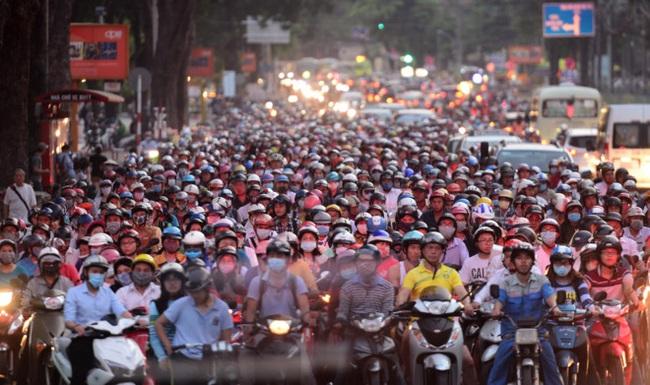 Hà Nội cấm xe máy vào năm 2030: Căn cứ nào, liệu có khả thi?