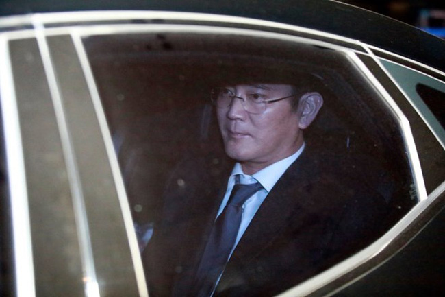 Phó Chủ tịch Tập đoàn Samsung Lee Jae-yong chính thức bị bắt giữ