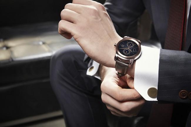 """5 mẫu đồng hồ thời thượng tại Baseworld 2017 sẽ là sự kết hợp """"ăn ý"""" nhất với những bộ suits lịch lãm của các quý ông"""