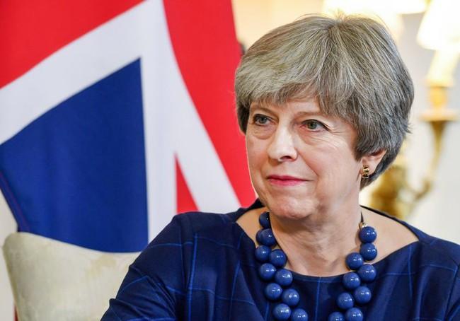 Thủ tướng Anh Theresa May suýt bị khủng bố ám sát