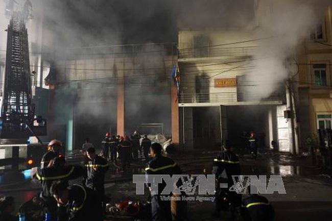 [Video]: Cháy ngùn ngụt xưởng sản xuất giấy ở Bắc Ninh