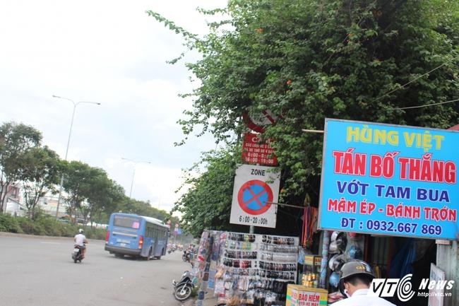Muôn kiểu biển báo bẫy người đi đường ở TP.HCM