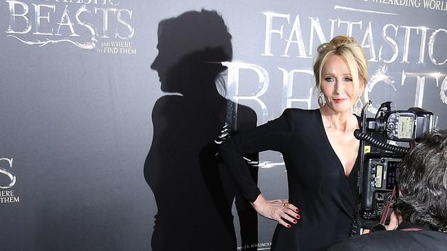 Che giấu giới tính để viết Harry Potter: Phép biến hình đã đưa J.K. Rowling trở thành tỷ phú như thế nào?
