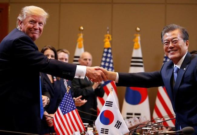 """Tổng thống Trump bất ngờ muốn """"xây dựng hòa bình"""" với Triều Tiên"""