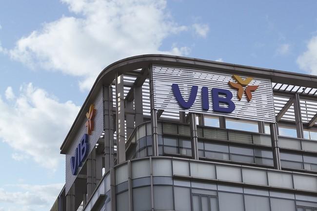 Vợ một sếp lớn VIB dự chi hơn 30 tỷ để mua 1,4 triệu cổ phiếu ngân hàng