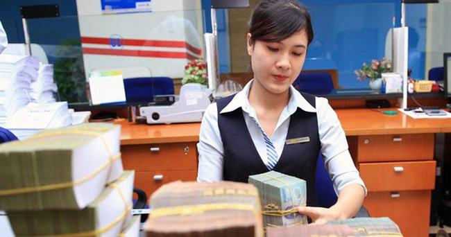 """Sacombank liên tục thưởng cho nhân viên, còn """"bank nhà khác"""" thì sao?"""