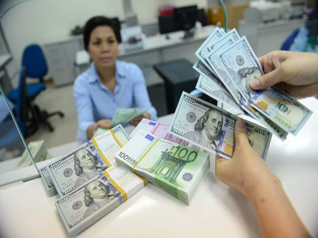 Giá mua USD trên thị trường tự do tăng mạnh
