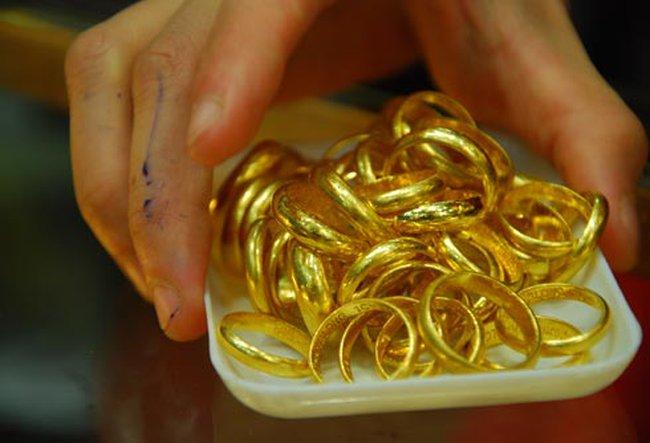 Gần đến ngày Thần tài, giá vàng bỗng dưng giảm