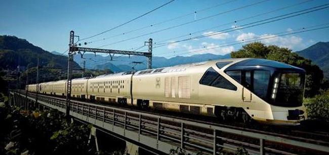 """Công ty đường sắt Nhật và """"canh bạc"""" phục vụ người giàu"""