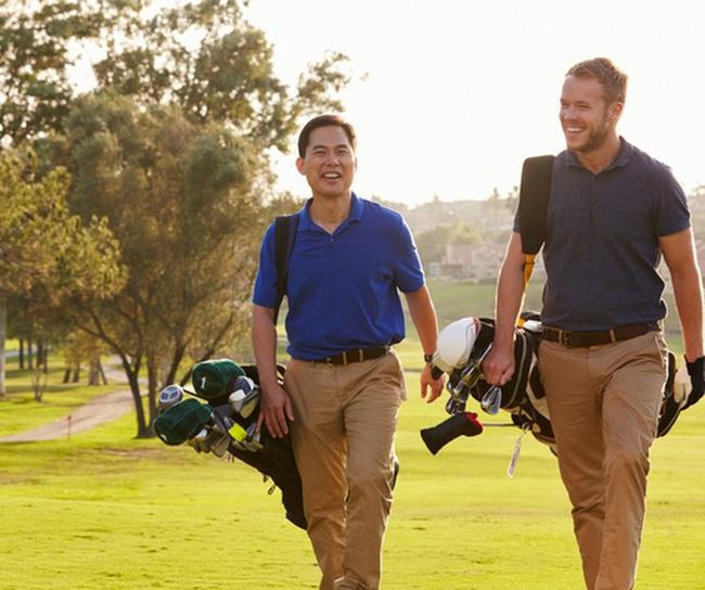 Các bước để doanh nhân tạo quan hệ, kết nối kinh doanh trong một trận golf