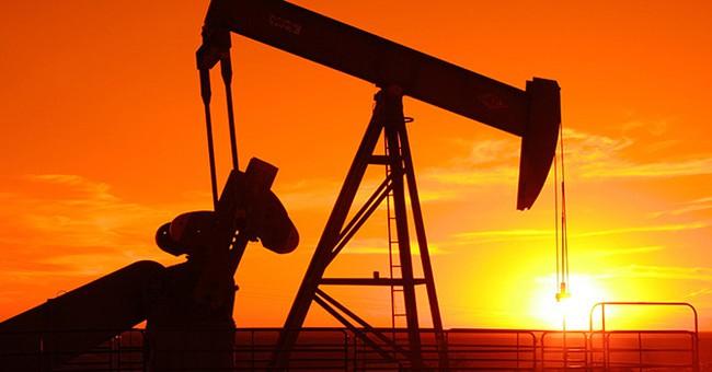 Giá dầu quay đầu tăng sau phiên lao dốc cuối tuần trước