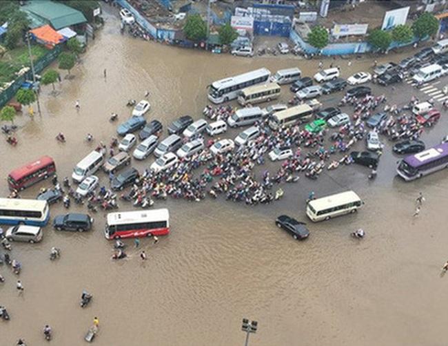 Thanh Trì, Đội Cấn, Trường Chinh đang ngập! Ngoài kia nếu trời mưa quá, mở ứng dụng này xem dự báo để không phải xắn quần lội nước dắt xe bạn nhé
