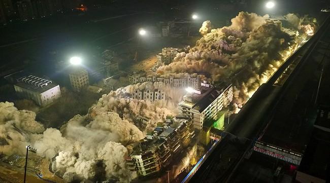 Trung Quốc đánh sập 19 tòa nhà trong 10 giây