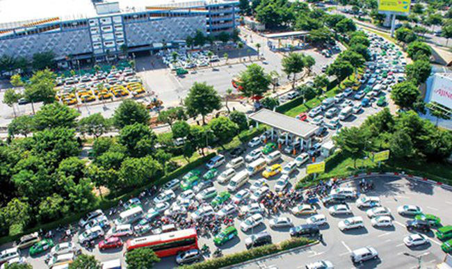 Sân bay Tân Sơn Nhất cao điểm Tết: Thường trực nỗi lo quá tải