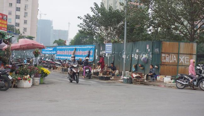 Hàng quán tràn lan vỉa hè, lòng đường Khu đô thị Nam Trung Yên