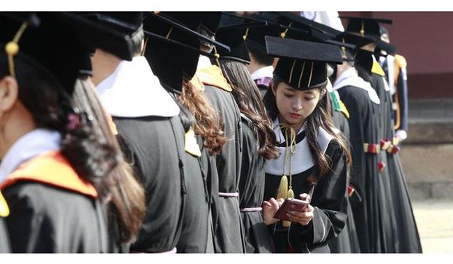 Cuộc chiến việc làm giữa thế hệ già và trẻ ở Hàn Quốc