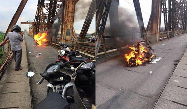 Cháy xe ngùn ngụt trên cầu Long Biên