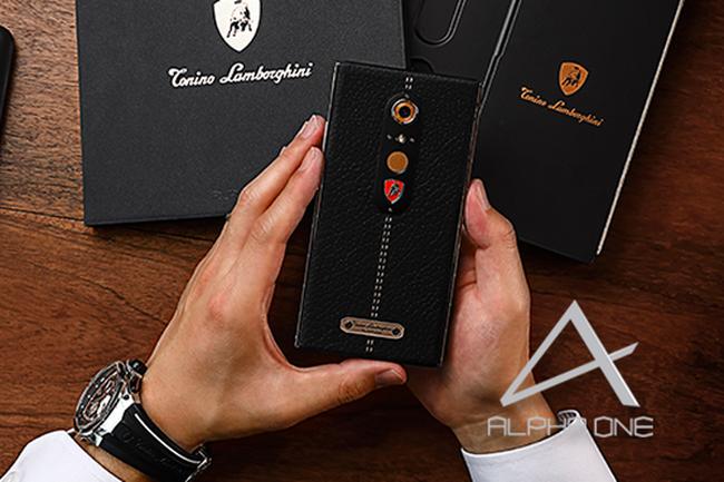 Lamborghini ra mắt smartphone Android siêu sang, khung kim loại lỏng, da chế tác bằng tay, giá 2.450 USD, có bán tại Dubai