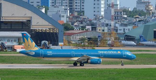 Hạ cánh khẩn cấp, Vietnam Airlines cứu mạng 2 hành khách