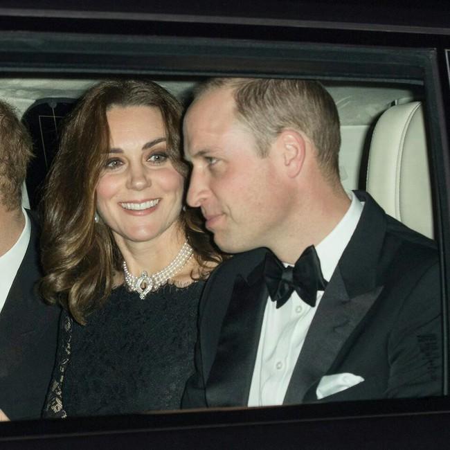 Bí mật đằng sau chiếc vòng cổ Công nương Kate đeo trong bữa tiệc kỉ niệm 70 năm ngày cưới của Nữ hoàng Anh