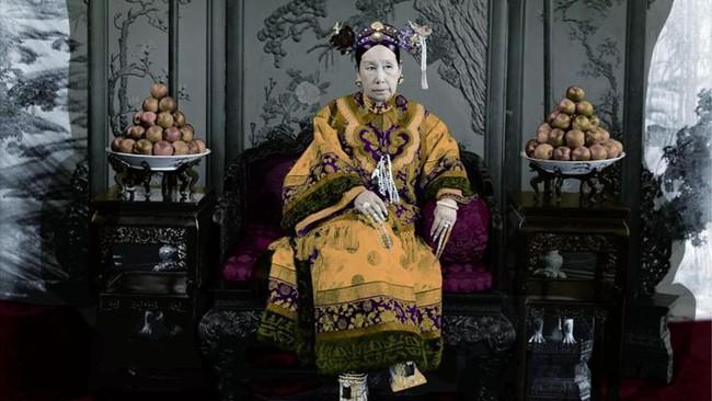 Những điều ít người biết về cuộc sống xa hoa của Từ Hi Thái hậu: Thích chưng diện, chụp ảnh, ngự thiện 120 món ăn mỗi bữa