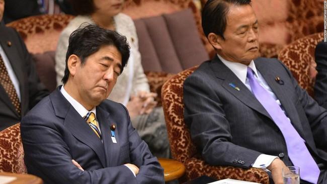 """Hiện tượng Inemuri ở Nhật Bản: Say mê làm việc quá mức, người Nhật dường như """"không bao giờ ngủ"""""""