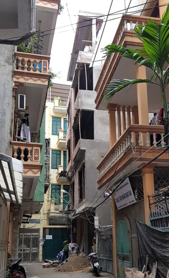 Hà Nội: Một nhà vi phạm xây dựng, cả xóm bức xúc