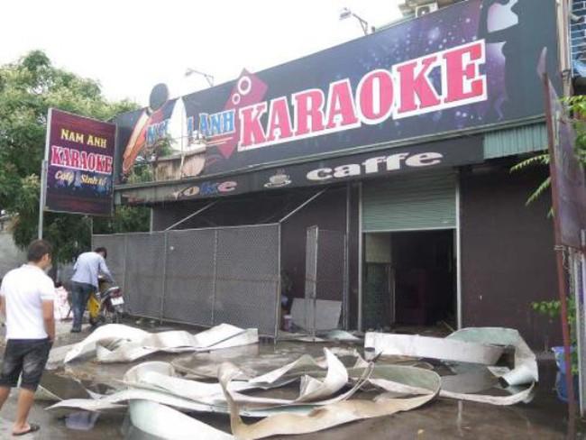 Khói lửa bốc lên nghi ngút tại quán karaoke ở Hải Dương