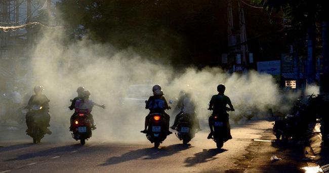 Những tác hại khủng khiếp của khói bụi xe: Cha mẹ cho con ra đường nhất định phải chú ý!