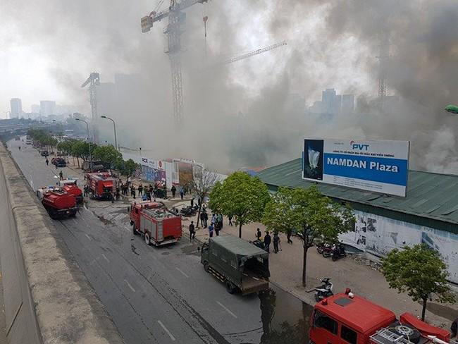 Hà Nội: Cháy ngùn ngụt cạnh tòa nhà Keangnam